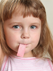 kid-chewing-gum2